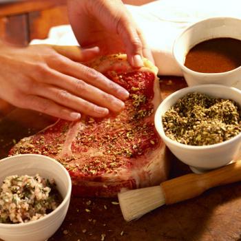 Mibe kell pácolni a csirkét és mibe a marhát? 4 tipp, hogy ízletes és szaftos hús kerüljön az asztalra