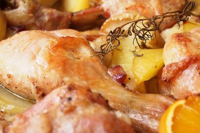 Omlósra sült csirkecomb karácsonyi fűszerekkel - Süsd együtt a körettel