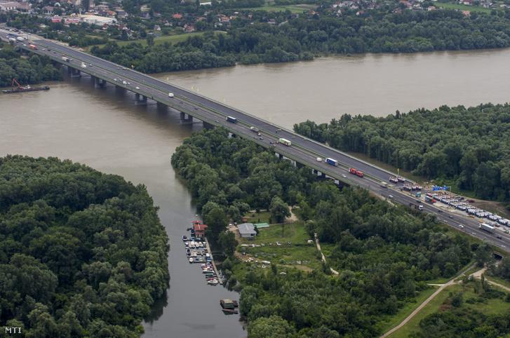 Duna-híd az M0 autópályánál