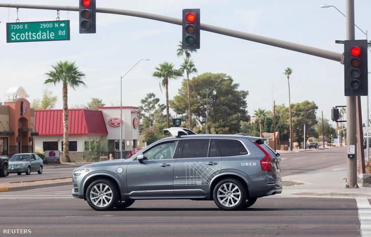Önvezető Volvo típusú Uber autó Arizónában 2017. december 1-én