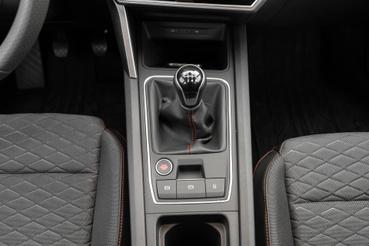 A manuális váltó az egyik előnye az autónak