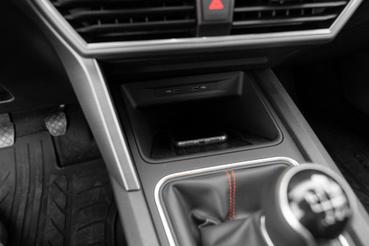 Az indukciós töltés és a vezeték nélküli Apple CarPlay nem gyakori páros, pedig szükség lenne rá