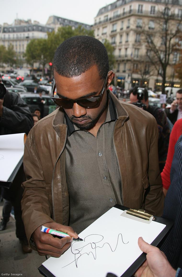 Kanye West autogramot ad 2008-ban