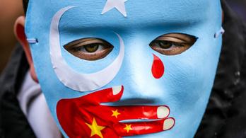Kína szerint nem sújtják kényszermunkával az ujgurokat Hszincsiangban