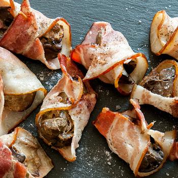 Olcsó és nagyon finom: a baconbe tekert csirkemáj 30 perc alatt elkészül