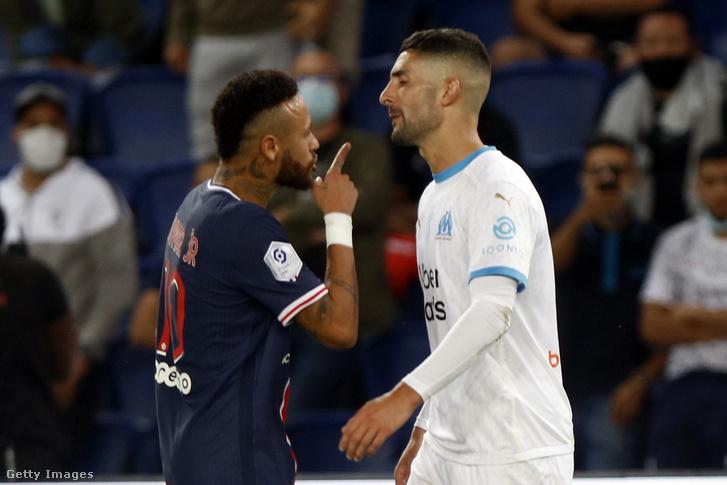 Neymar és Alvaro Gonzales kakaskodása
