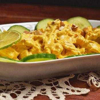 Hideg csirkesaláta krémes curry szószban - II. Erzsébet kedvenc fogása