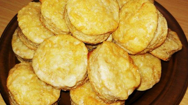 Joghurtos-sajtos, graham-lisztes, kurkumás pogácsa