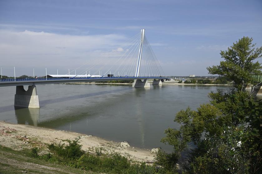 Átadták az új Duna-hidat: képeken mutatjuk, hogy néz ki a Monostori híd