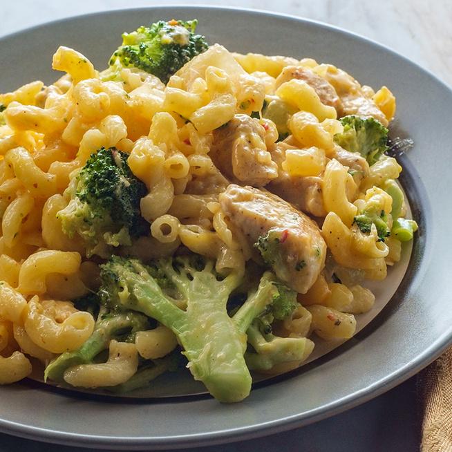 Villámgyors csirkés-brokkolis tészta - Selymes sajtszósz koronázza meg