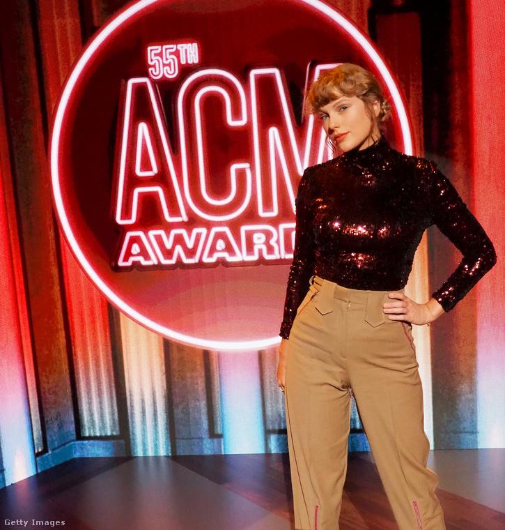 Szeptember 16-án volt az Academy of Country Music nevű countryzenei akadémia díjkiosztója Nashville-ben mérsékelt számú híres vendéggel, dehát így a covid idején minden vörösszőnyeges eseményt meg kell becsülnünk