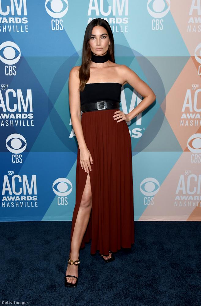 Ő kivételesen nem egy countryzenész, hanem Lily Aldrige modell, aki 8 évig volt angyalstátuszban a Victoria's Secretnél