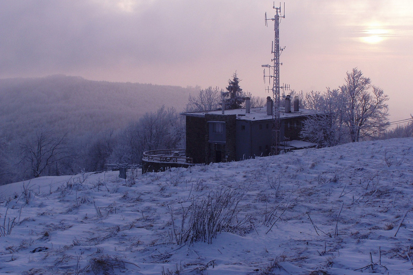 Nagy-Hideg-hegy és a turistaház.
