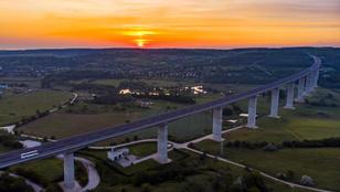 Folyó szeli ketté – hídjaink a rendszerváltás óta