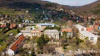 Balatonfüreden kiürítették a kollégiumot
