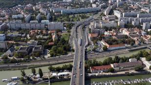Ezen a hétvégén az Árpád hidat mossák, felkészül a Margit és a Petőfi híd