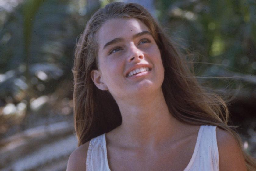 A kék lagúna szépsége fürdőruhában mutatta meg alakját: az 55 éves Brooke Shields szenzációsan néz ki