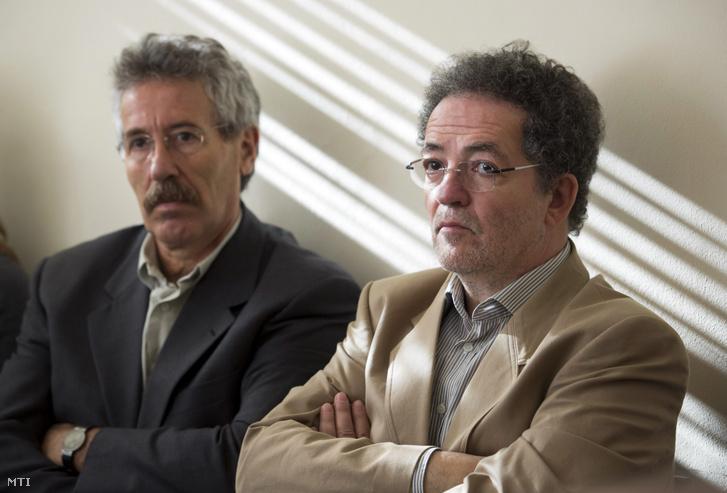 Arató András a felperes Klubrádió vezérigazgatója és Vicsek Ferenc főszerkesztő a Klubrádió és a Nemzeti Média- és Hírközlési Hatóság (NMHH) perének elsőfokú tárgyalásán a Fővárosi Törvényszék épületében 2012. november 14-én.