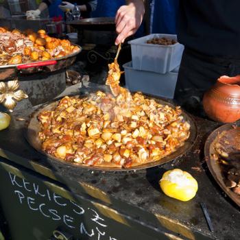 Mi volt az a lacikonyha, és miért imádjuk még ma is? Szegényeknek főztek, de a király is evett itt