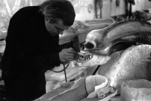 H. R. Giger emberkoponyás proto-Alient készít a 79-es mozifilmhez