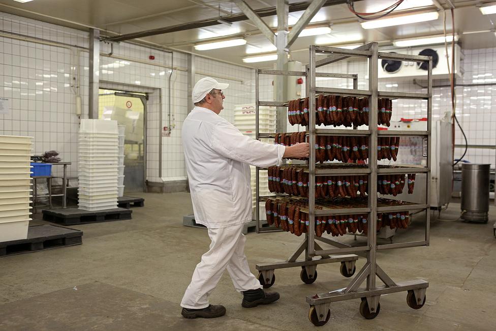 Az eredetvédett gyulai kolbászok.  A gyár egyik nagy problémája, hogy ezek már most kilónként 4000 forint fölötti áron kaphatók a boltokban (miközben a húskombinát csak 1800-2000 forintot kap értük), holott a magyar keresletre  nem lehet ilyen áron nagyipari termelést alapozni