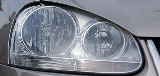 A képen elrejtettünk egy VW-emblémát