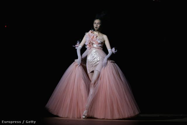 Peking divathete - a tervező a SEC Qi Gang