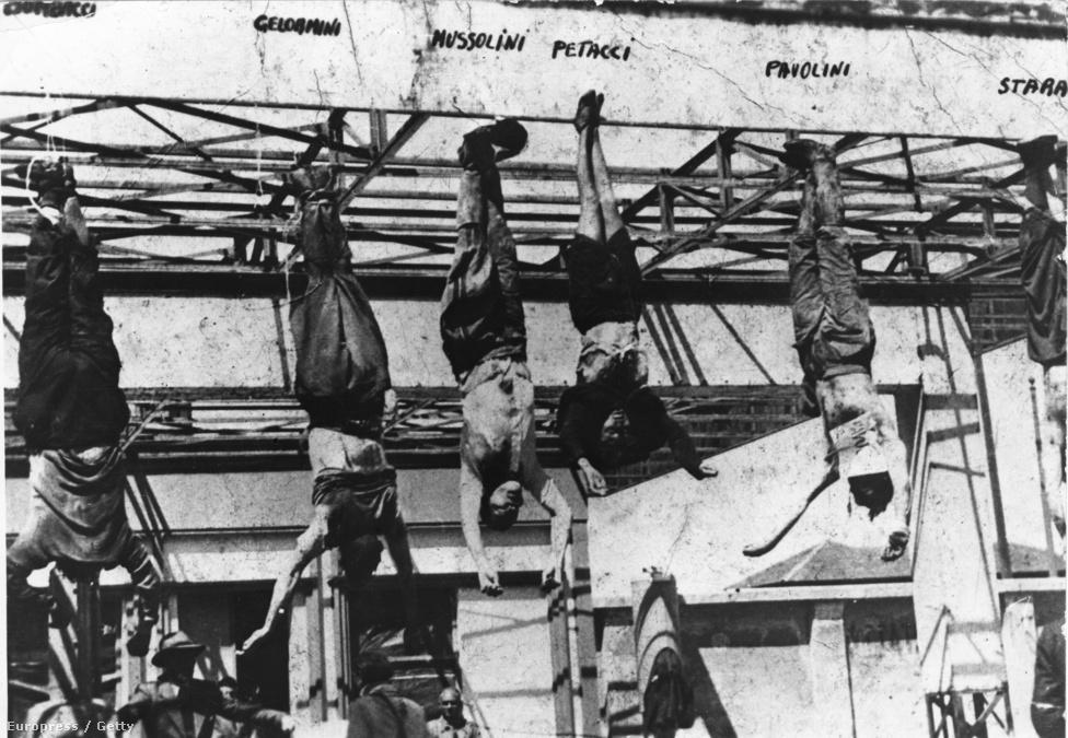 """A német-olasz erők észak-olaszországi végleges veresége után, 1945. április 25-én este megpróbált Milánóból északra menekülni, de két nap múlva antifasiszta partizánok elfogták. 28-án előbb a szeretőjét Claretta Petaccit végezték ki, majd Mussolini kapott két golyót a mellkasába (ahogy kérte). A holttestüket ezután leköpték, összerúgták, majd milánói Dóm-téren, egy Esso benzinkútra lógatták ki, ahol az olaszok azokat megkövezték. Mussolini hulláját végül jelöletlen sírba ásták el. Egy évvel később Domenico Leccisi jobboldali újságíró megtalálta, és kiásta a holttestet, azt az üzenetet hátrahagyva, hogy: """"Végül, óh Duce, velünk vagy. Rózsával borítunk el, de erényed még e rózsáknál is illatosabb."""" A meggyőződéses fasiszta Leccisi több mint tíz évig kampányolt, így Mussolinit végül 1957-ben újratemethették szülőfaluja, az észak-olaszországi Predappio temetőjébe. (Agyát viszont csak 1966-ban adták vissza az özvegyének az amerikaiak, akik a halála után azért lopták el azt, hogy megtudják, mi tesz diktátorrá egy diktátort.)"""