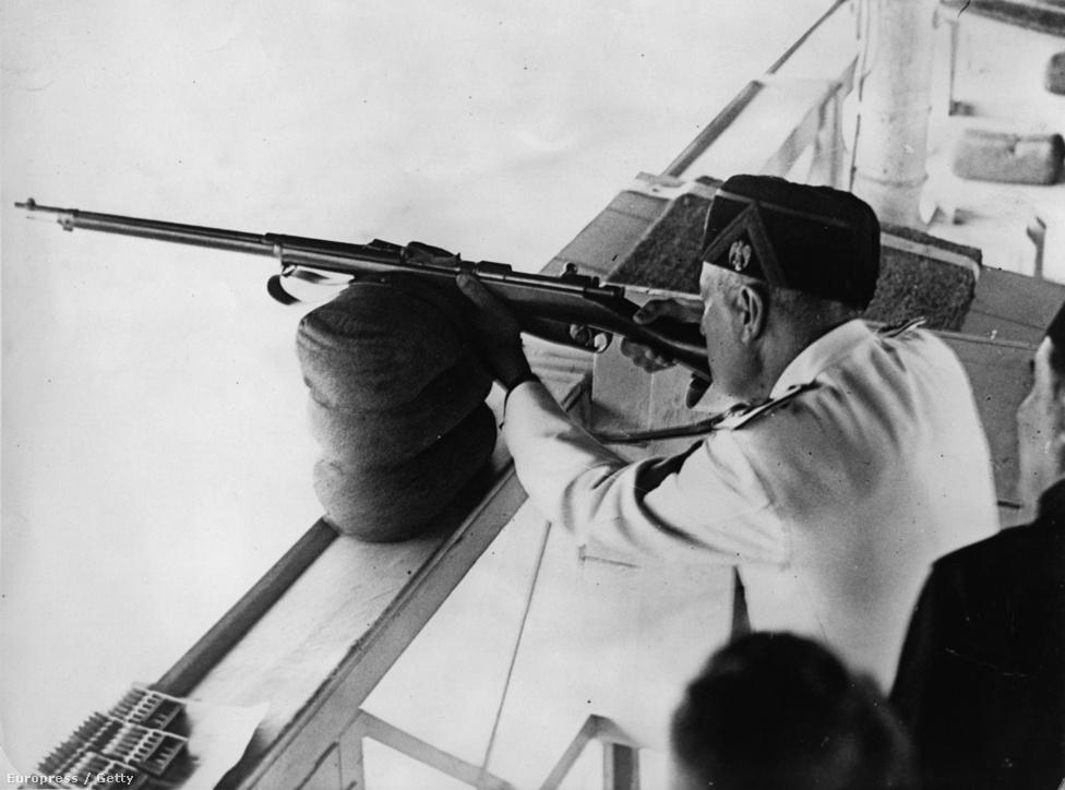 Mussolini megnyitja az 1935-ös nemzetközi lövész világkupát.