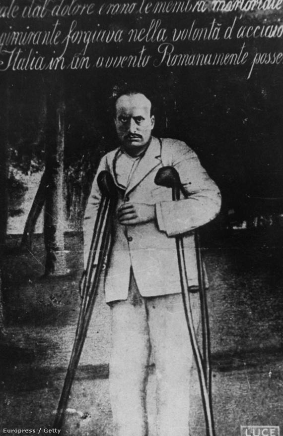 Mussolini a katonai tapasztalatairól a Diario Di Guerra című művében írt. Eszerint összesen kilenc hónapot töltött a frontvonalban, és az állóháborúban paratífuszos láza lett. 1917-ben szerelt le, miután egy akna véletlenül felrobbant a lövészárokban, és legalább 40 fémszilánk állt a testébe.