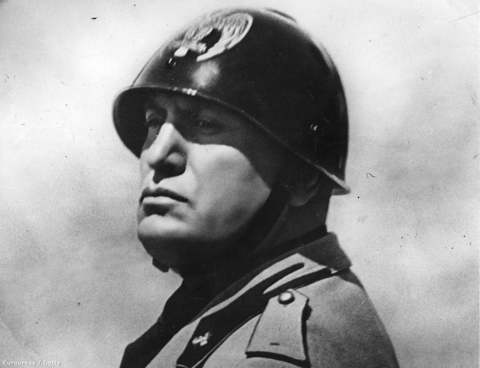 A Duce olaszul azt jelenti, hogy vezér. A latin dux (vezér, fejedelem, herceg) szóból képződött. A fasiszta párton belüli vezérkultusz megnyilvánulásaként először csak Mussolini párthívei nevezték így, de az 1922-es hatalomra jutása után az egész olasz nép számára kötelezővé tették a használatát.