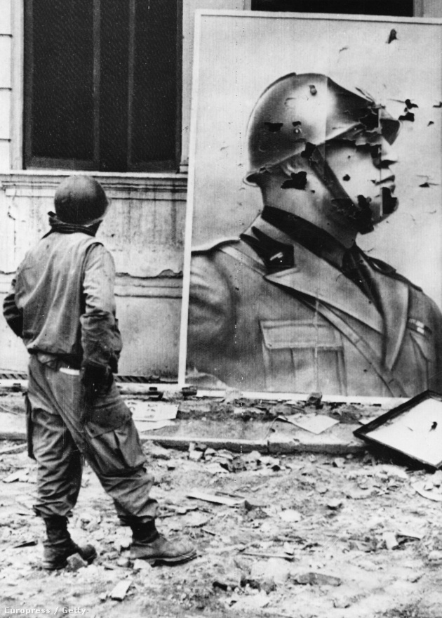 1945 februárjában Liguriában, majd Milánóban és Torinóban is sztrájk tört ki, az állami közigazgatás pedig megbénult. Márciusban a partizánok átfogó akciót indítottak el, ráadásul április 18-án országszerte általános sztrájk kezdődött. A településeken a lázadók még a szövetségesek megérkezése előtt sorra győzték le a fasisztákat, így a szövetségesek előtt alig maradt akadály. Április 21-én a szövetségesek a partizánokkal együtt foglalták el Bolognát. Velencét, Torinót, Milánót és a Piave vidékét a partizánok foglalták el, és több német egység is a partizánok ellen adta fel a harcot. A fasiszták végül 1945. április 29-én kapituláltak, bár Triesztnél még május 5-én is harcok folytak.