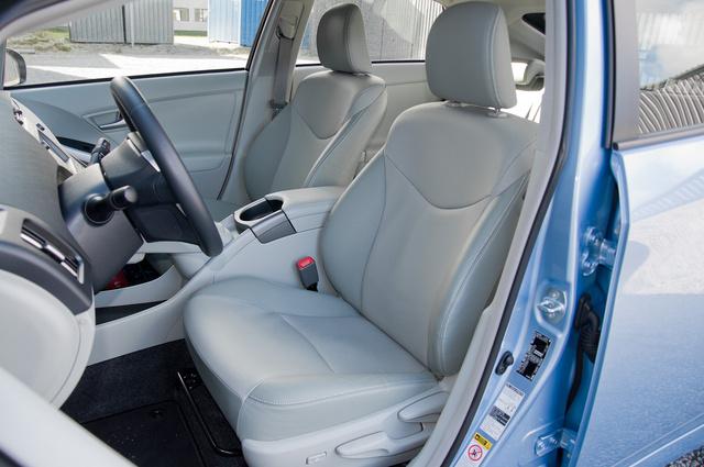 Önmagában próbálva tűrhető, ha nem is valami szuper a Prius ülése. De a Volvo után...