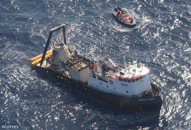 A Dargon miután kiemelték a Csendes-óceánból.