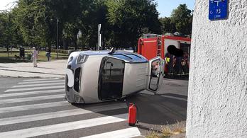 Autóbaleset történt Józsefvárosban, egy két hónapos csecsemőt is elvittek a mentők