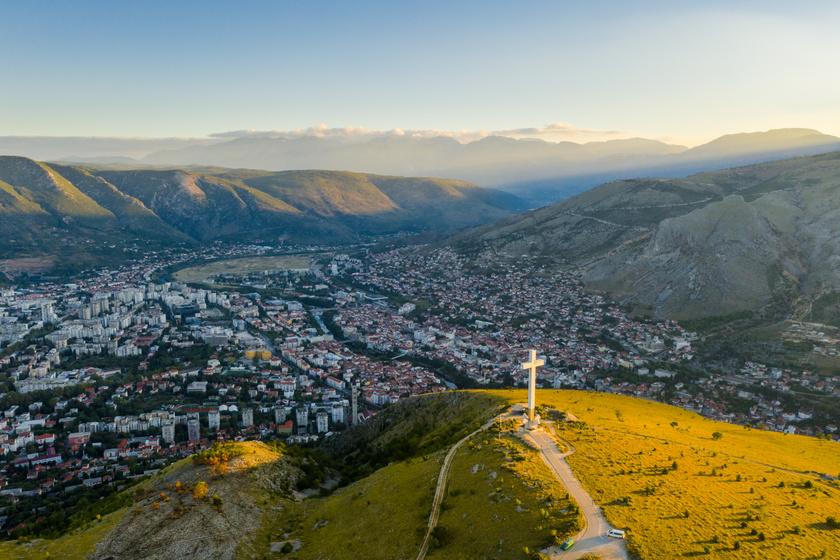 Kereszt Mostar felett