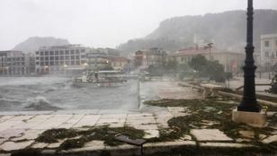 Hurrikán erősségű vihar sújtott le Görögországra