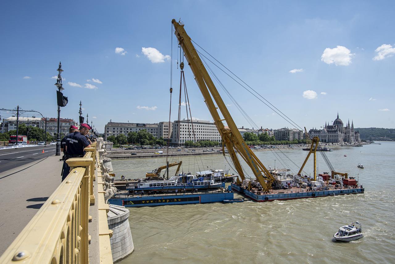 A kiemelés után a roncsot a Csepeli Szabadkikötőbe szállították