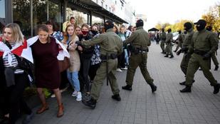 Több száz Lukasenko-ellenes tüntetőt vettek őrizetbe Miniszkben