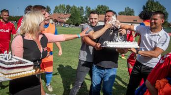 Születésnapi torta és Fradi-vendégjáték a házelnök szeme láttára