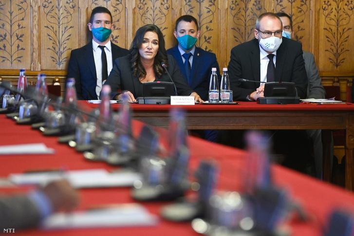 Novák Katalin családokért felelős tárca nélküli miniszterjelölt a kinevezése előtti meghallgatásán az Országgyűlés népjóléti bizottságának ülésén az Országház Apponyi Albert-termében 2020. szeptember 18-án