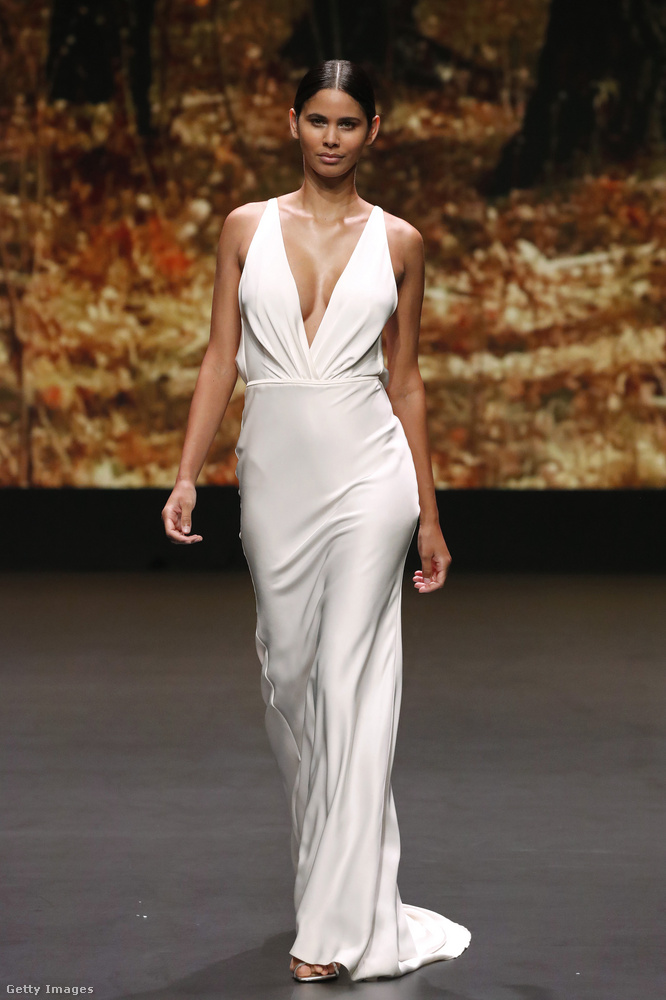 Szintén trend, hogy nem különösebben menyasszonyiasak a ruhák azon kívül, hogy fehér színben készültek