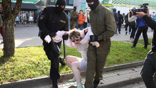 Lekapcsolták az internetet Minszkben, letartóztatják a tüntetőket