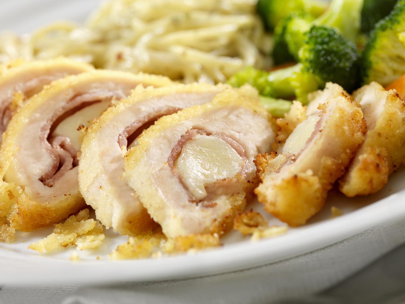 sonkaval-mozzarellaval-toltott-csirkemell