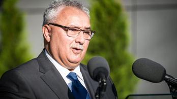 Alig egy évnyi szünet után ismét polgármesterré választották Izsákon