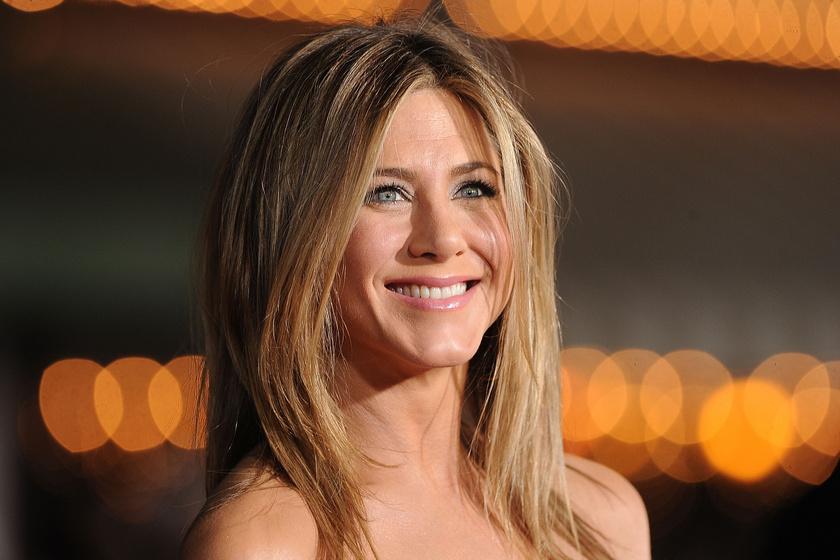 Jennifer Aniston káprázatos estélyibe bújt: ő volt az Emmy-gála legszebb sztárja