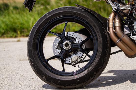 Csak ezt a részletet látva is nyilvánvaló, hogy ez egy Ducati