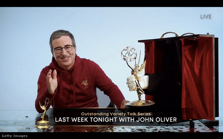 John Oliver talán egy kicsit jobban megerőltette magát, na de ő kapott is díjat.