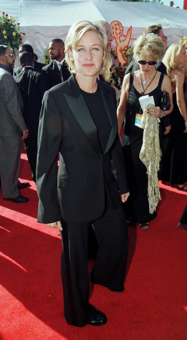 Nézzék, Ellen DeGeneres mennyire boldog és mosolygós, ki gondolta volna még ekkor, milyen borzalmas vádakkal találja majd szembe magát a reggeli műsora 20 évvel később