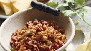 Próbáld ki a csilis babot hús helyett könnyű változatban, padlizsánnal
